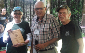 Dick Courter, OTFS Awards Chairman, presents the 2017 Oregon Outstanding Tree Farmers of the Year plaque to Steve and Wylda